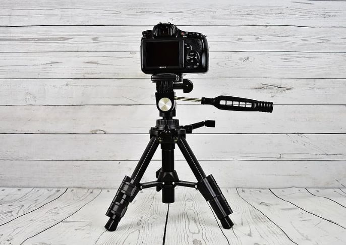 How to put a camera on a tripod
